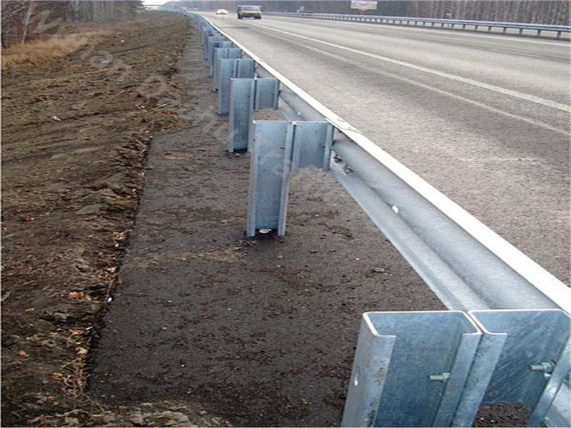 Премиум качество оцинкованной стали шоссе ограждение C раздел барьер пост